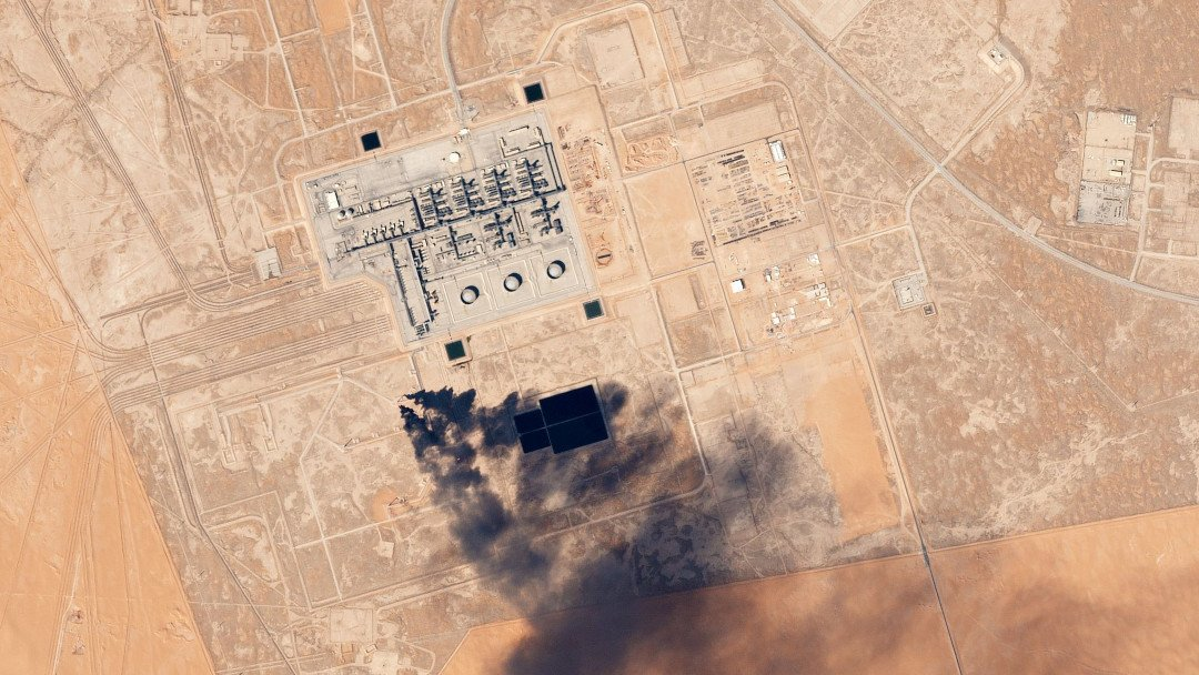 Image: pollution from the Saudi Aramco Khurais Oil Processing Facility, visible from space. HSBC is a major banker for Saudi Aramco. Image credit: Planet Labs, Inc.