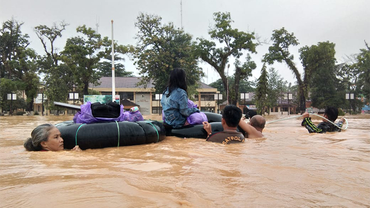 A family evacuate themselves using innertubes to float their child and valuables during the 2021 massive flood in South Kalimantan. Credit: WALHI South Kalimantan.